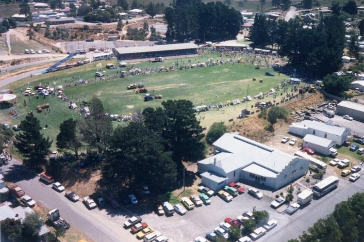 JD16 Aerial view of MC oval c1988